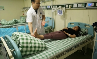 我院仙葫院区脊柱外科为老挝患者成功进行椎间孔镜下腰椎间盘髓核摘除术