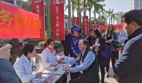 美国对外政策理事会代表团到 青秀区凤岭北社区卫生服务中心考察交流