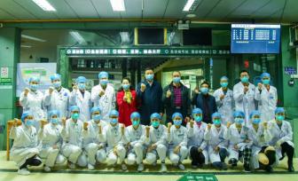 医院领导春节慰问坚守岗位的医院职工