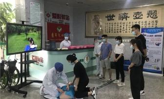 医院团委组织各级青年文明号开展集中服务月活动